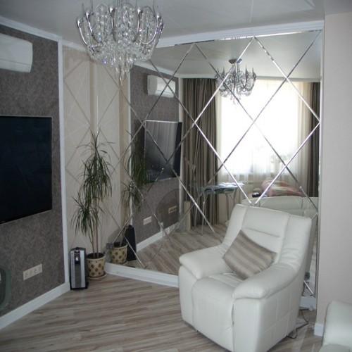Зеркальное панно в гостиную в стиле классика